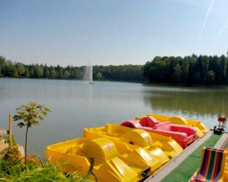 Pedal-boating on the lake of la Folie: Camping Vosges, camping Porte des Vosges